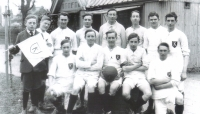 football-team-1917-nr-boundary-rd-vh